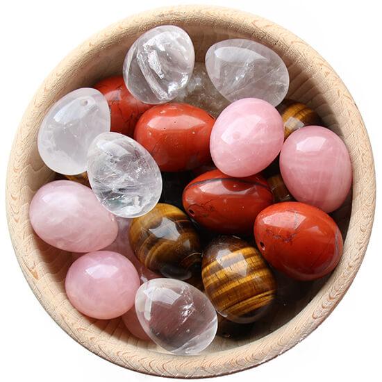 Yoni vajíčka certifikovaná GIA v dřevěné nádobě