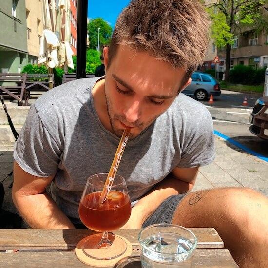 brčka z českého skla borosilikátu v kavárně